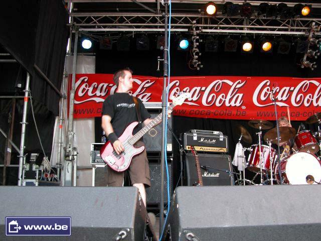 http://pix.paranoiacs.de/2005/20050626_Edegem_Rock_wwwbe/paras_edegem_2k5-06-26_wwwbe_036.jpg